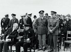 Ф.Рузвельт иУ.Черчилль наборту корабля «Принц Уэльский» вовремя Атлантической конференции взаливе Плаценция, Ньюфаундленд 10августа 1941 Президентская библиотека имузей Франклина Д.Рузвельта