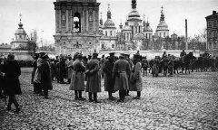 Немецкие войска перед Софийским собором Киев, 1918г.